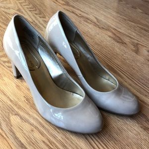 Nude Bandolino Heels